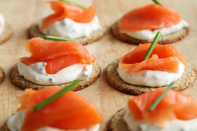 Smoked salmon and sour cream on crackers